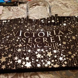 NWT Victoria's Secret tote!!☆☆☆